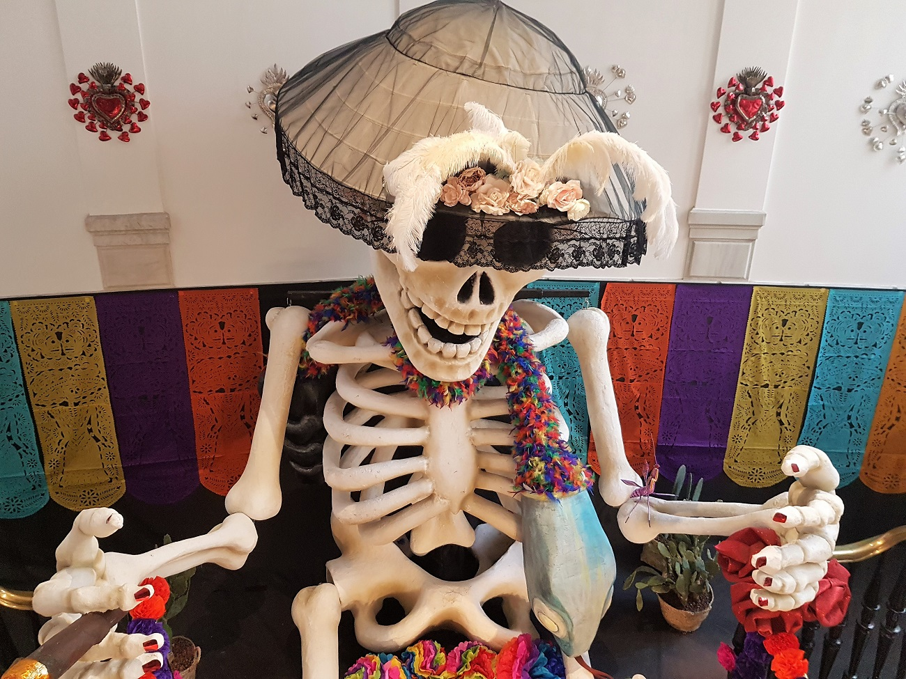 Altar de muertos en la Casa de Mexico Madrid Visitas en familia