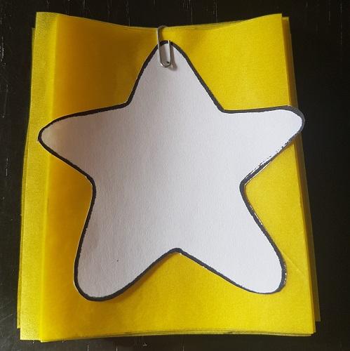 Calendario de Adviento Telar de Libros: paso 5: recorta siguiendo el perfil de la plantilla