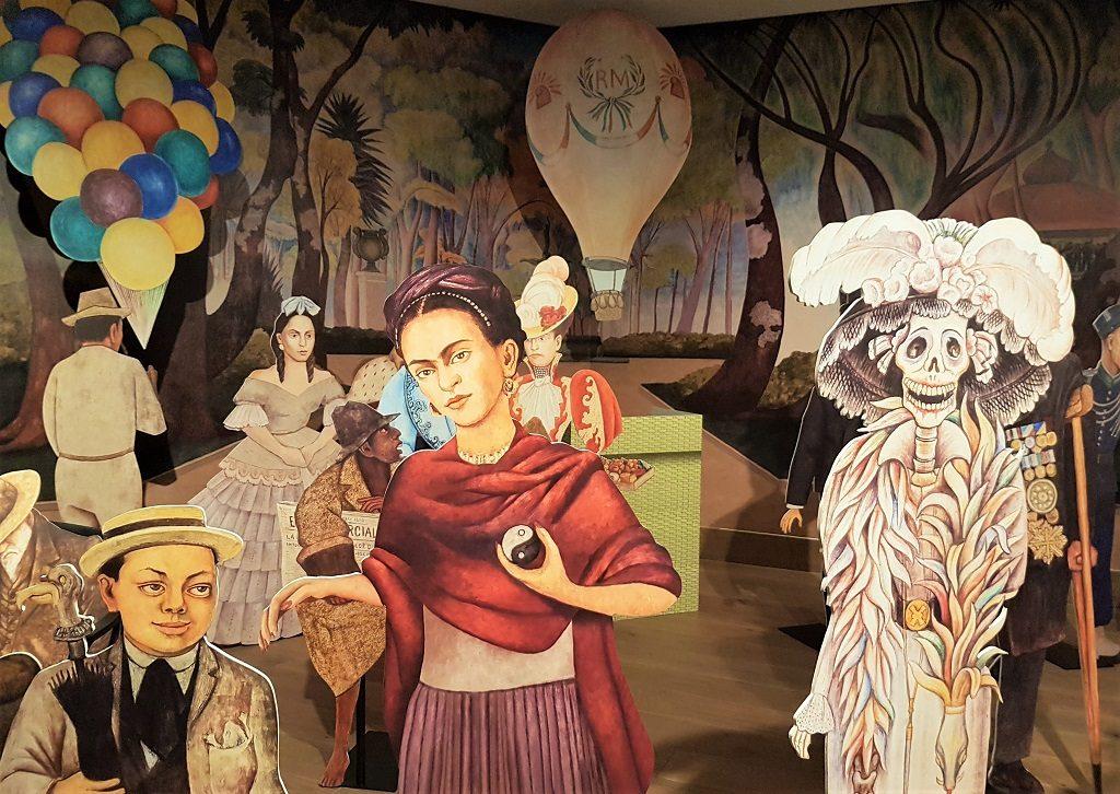 Reproducción del mural Sueño de una tarde dominical en la Alameda Central de Diego Rivera en la Casa de México en España - planes con niños - fotografía: Telar de Libros