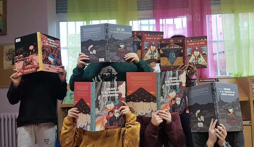 Leyendo a Hilda en el club de lectura - Telar de Libros